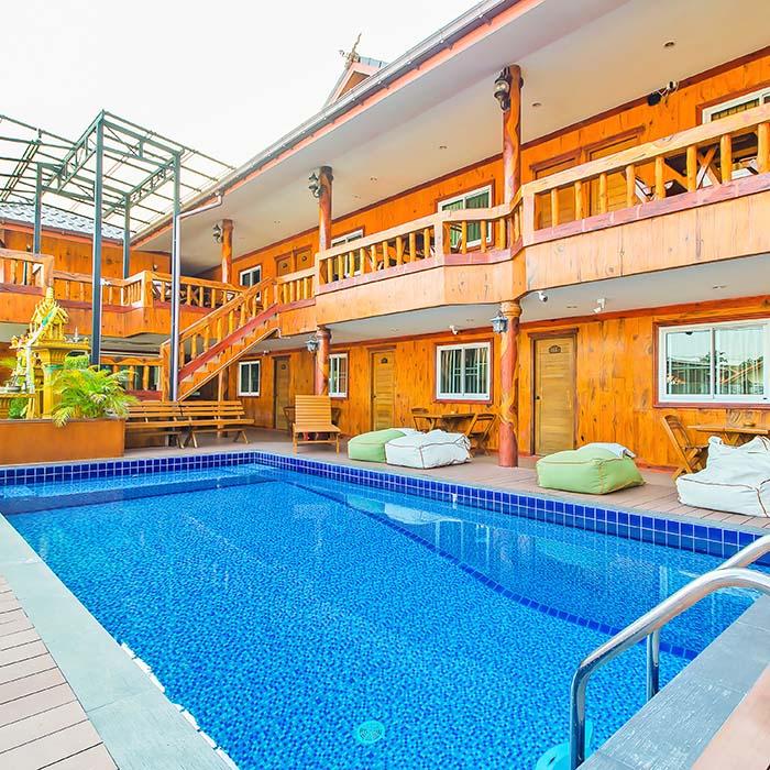 Wooden Amaze Pool Villa 28BR Pattaya